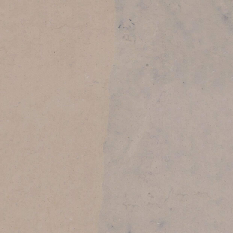 O NAM é um calcário de cor bege/creme e azul
