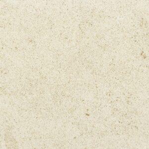 A pedra NFT MF é um calcário de cor bege, com um aspecto compacto. É um calcário de alguma dureza, de grão médio e com alguns pontos escuros. Apresenta pequenos fósseis dispersos.